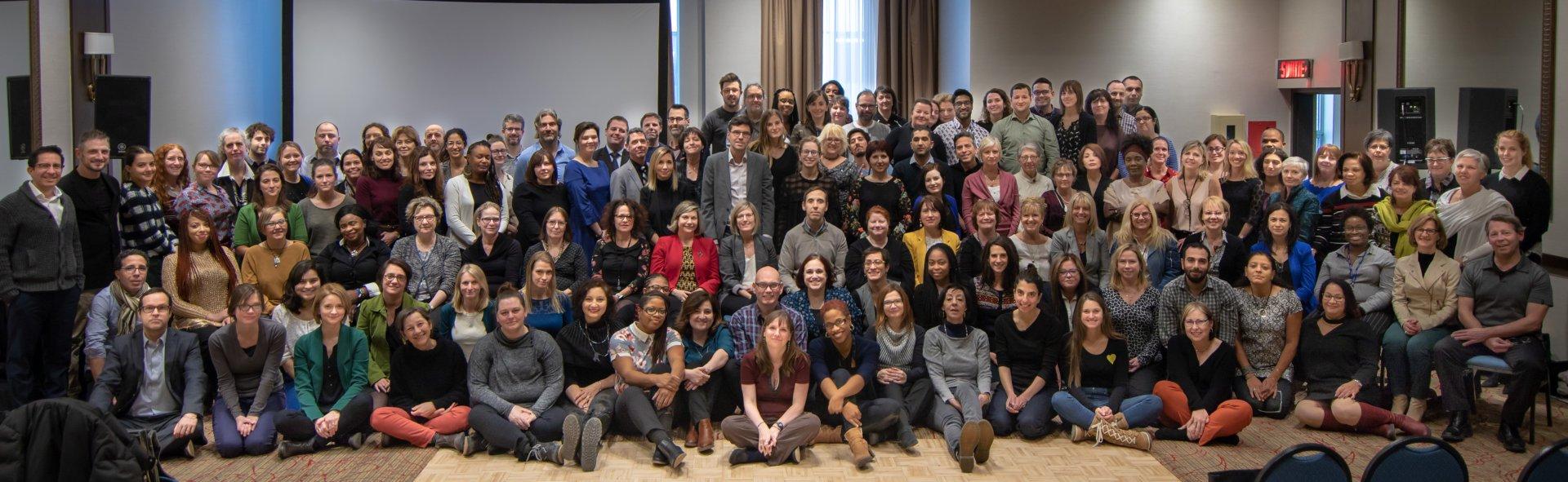 Photo d'équipe de tous les membres du personnel de la Commission.